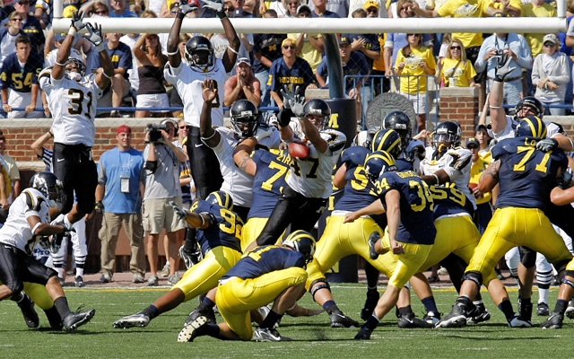 Appalachian State Beating Michigan (Mark Campbell/College Sporting News)